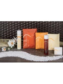 RELAX Vanity set in plastic open/close sachet with orange design. Dim.: l 7 x h 9 cm.